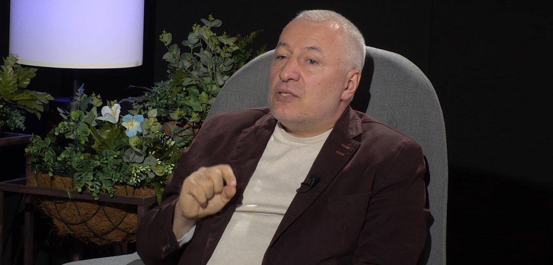 "CONF. UNIV. DR. IULIAN FOTA: ""TRĂIM V REMURI PERICULOASE!"""