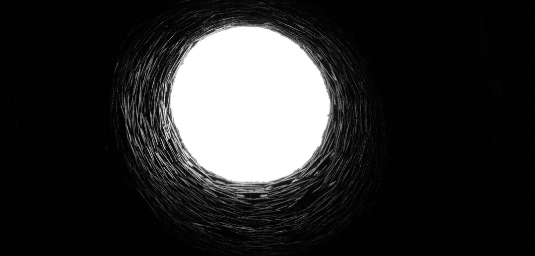 Consum: Holy Sun sau Black Hole