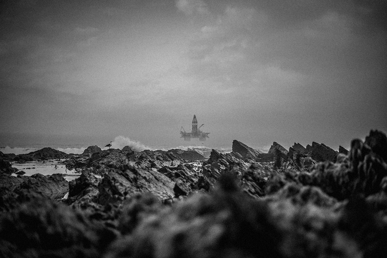 sea oil rig - em360